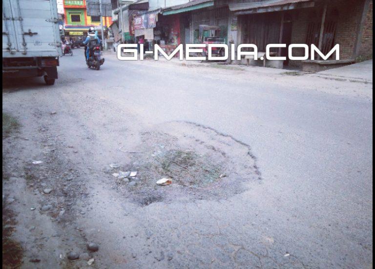 """""""Lewat Situ Ngeri"""" Ucap Warga Yang Melintasi Jalan Musyawarah Tebingtinggi Yang Rusak"""