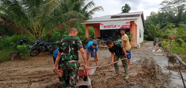 Di Lokasi TMMD, Personel Satgas Kodim 0204/DS Selalu Implementasikan 8 Wajib TNI