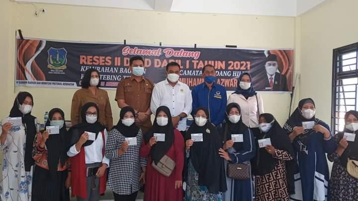 Reses Ke II, Fraksi Nasdem H.M.Azwar, S.Si,MM, Wakil Ketua DPRD Di Barengi Penyerahan Beasiswa Dan Lampu Penerangan Jalan Tenaga Surya