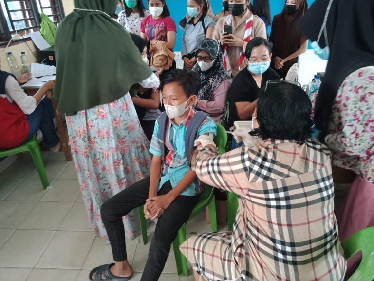 Siswa SMK/SMA Teladan Indrapura Vaksin Covid-19 Pertama